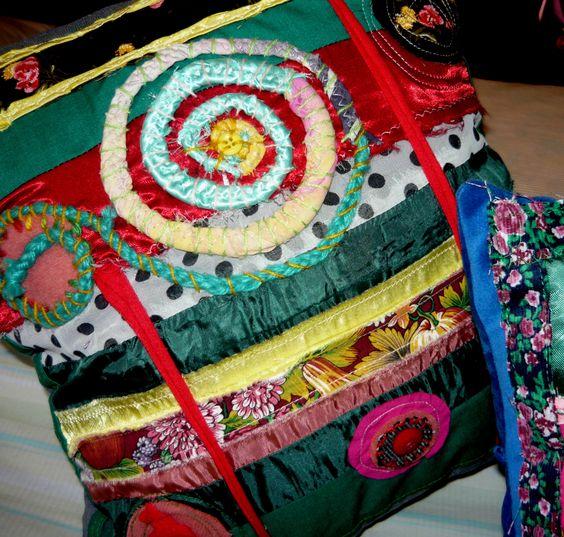 Almohadones bordados artesanales, $120 en http://ofeliafeliz.com.ar