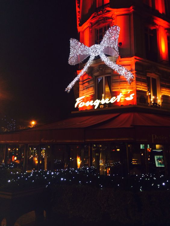 Un moment au Fouquet's. #fouquets #paris #christmas