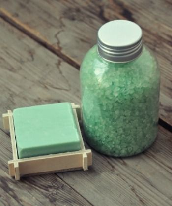 This is a guide about homemade bath salts recipes. A warm bath with aromatic bath salts added can be very relaxing.
