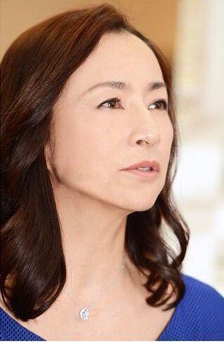 青い服の原田美枝子