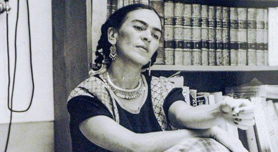 Frida Kahlo - malarka, której sztuka nawiązuje do kultury meksykańskiej i indiańskiej, w związku z czym często bywa określana jako naiwna lub surrealistyczna