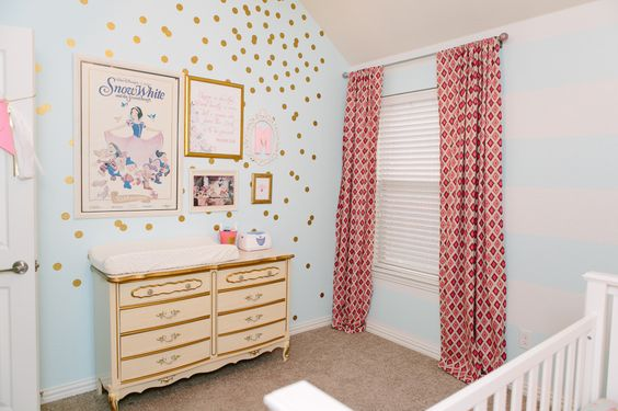 We love the mix of modern and vintage in this sweet baby room! #nursery
