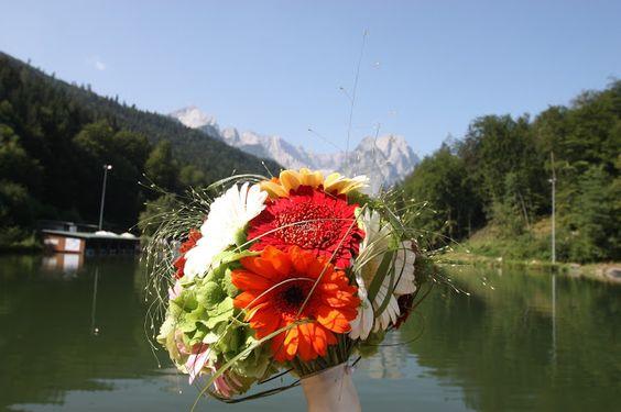 Gerbera-Brautstrauß mit Gräsern und Hortensien