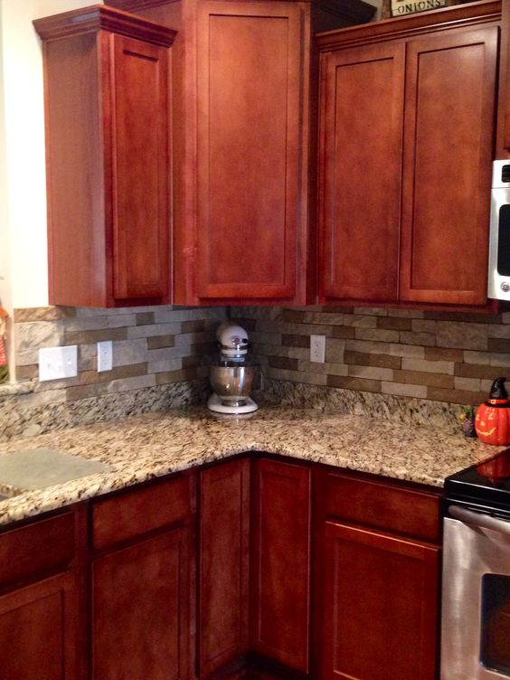 Airstone Backsplash In Kitchen Autumn Mountain Maple Cherry Cabinets And Santa Cecilia