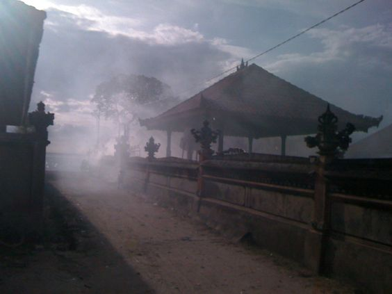 Nusa Lembongan smoke from the offerings