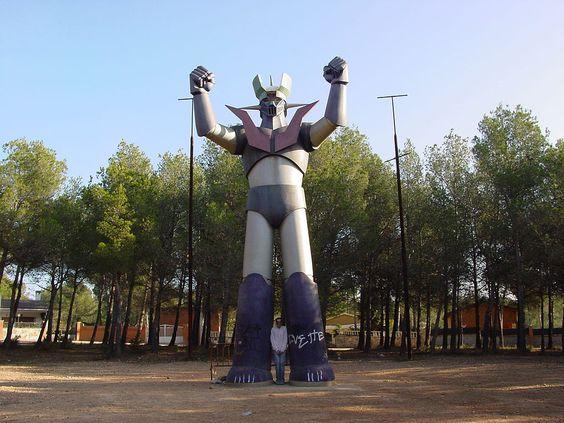 """Mazinger Z in Tarragona, Spain - """"Reproducció de Mazinger Z de 10 metres d'alçada a la urbanització Mas del Plata de Cabra del Camp (#Tarragona)"""" #MazingerZ - Viquipèdia"""