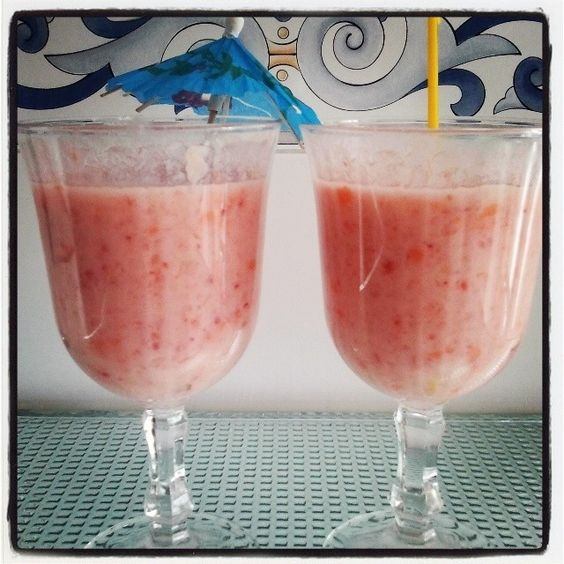 #smoothie de: fresas, melón, pera, zanahoria y apio con leche de soja.  yummy! #todoBIOnatural .com