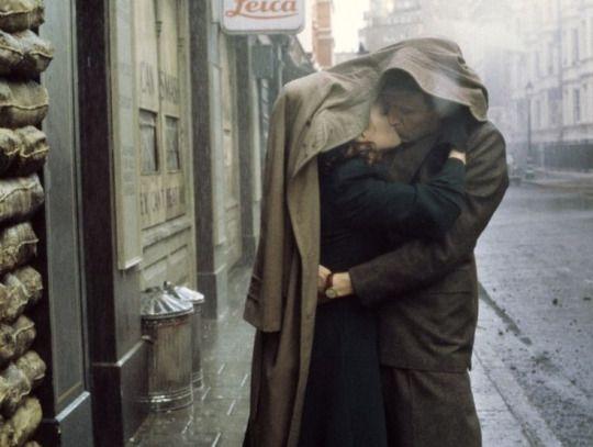 «era strano che durante la guerra potessimo sentirci così in pace.»  the end of the affair (1999)