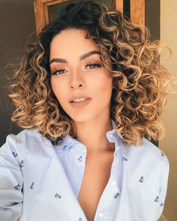 Corte de cabelo degradê cacheado