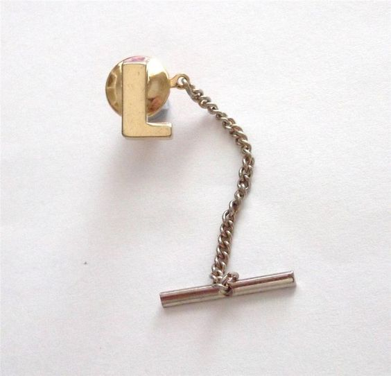 VINTAGE 80 S GOLD TONE INITIAL LETTER  L  MENS TIE PIN - BOXED
