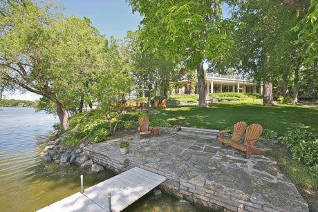 soooooooo nice. best house ever, right on the lake <3