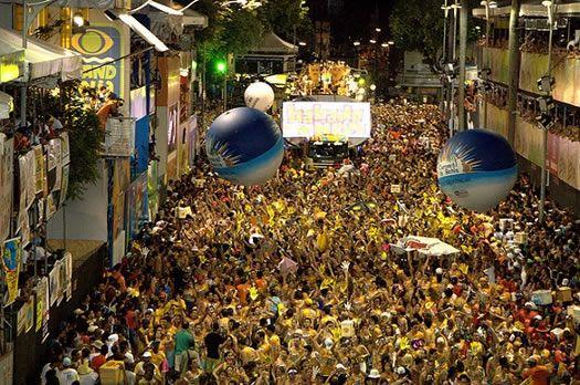 Carnaval de Salvador de Bahía, el mas divertido de Brasil.