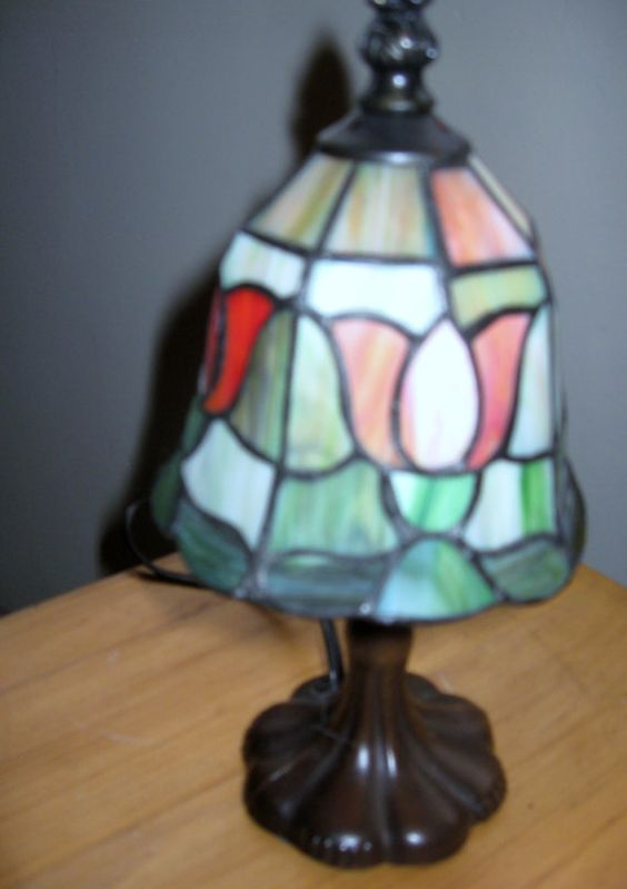 vintage small tiffany style lamp tulip design by serrindipitous 15. Black Bedroom Furniture Sets. Home Design Ideas