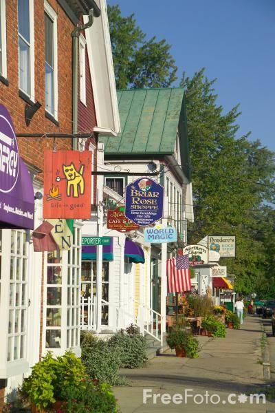 North Conway, New Hampshire. En plus du spectacle des White Mountains on peut aussi s'arrêter pour flâner à North Conway p'tite place sympa...