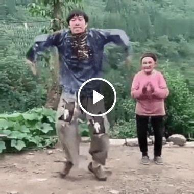 Um mestre em movimentos de dança suaves e audaciosos