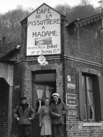 Le café de Rogerville | Seine maritime 1956 |¤ Robert Doisneau | 13 september 2015 | Atelier Robert Doisneau