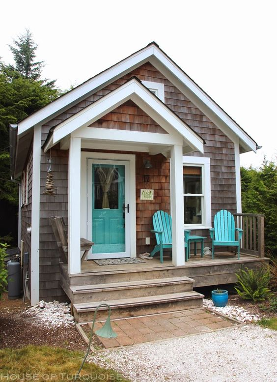 Sweet little seaside coastal cottage seabrook washington for Small cottage exterior colors