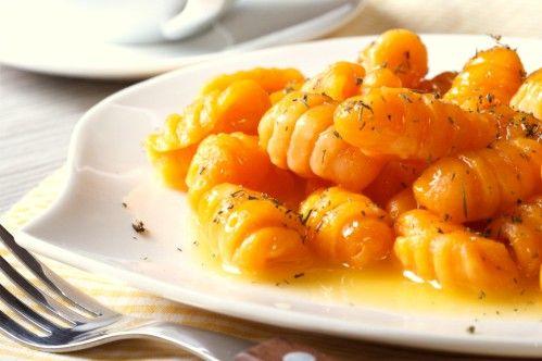 Kürbis Gnocchi   Durch das Kokosmehl und den Ingwer bekommen diese gesunden und veganen Kürbisnocken einen leicht exotischen Touch.