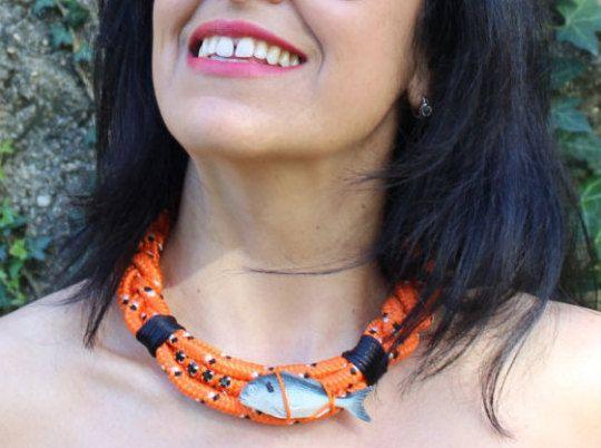 Collar Fish&chic naranja y negro. Exclusivo hecho a por dosTeresas