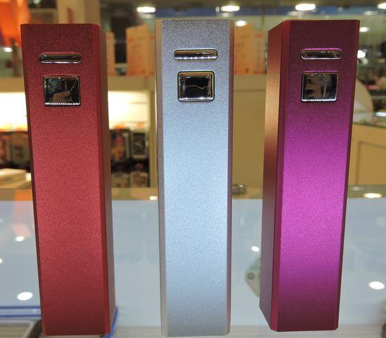 Quando acabar a bateria do seu celular, lembre-se do presente do seu amigo secreto: um carregador portátil! Estes são da Loft Design e estão por R$99,90 cada
