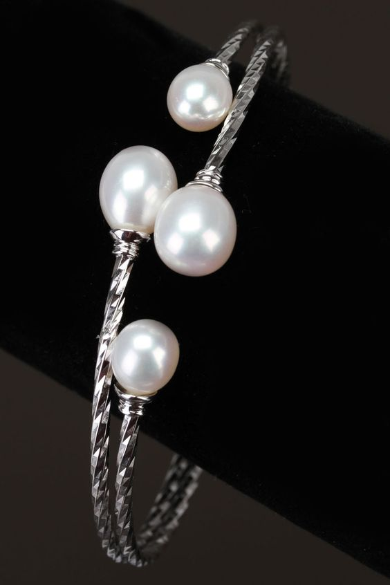 Splendid Pearls 7mm-9mm Freshwater Pearl Coil Bracelet In White
