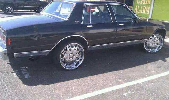 Chevrolet Caprice on 22inch rims | 1990 Caprice Wit A 86 Front End Runs Very Good On The 22 Inch Dub Rims