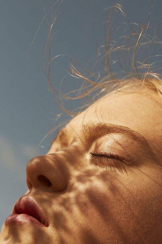 Chiara Anna...Sole del mattino,fiorisci nel silenzio e spandi il tuo calore ,Mentre respiro la vita,che mi attraversa il cuore