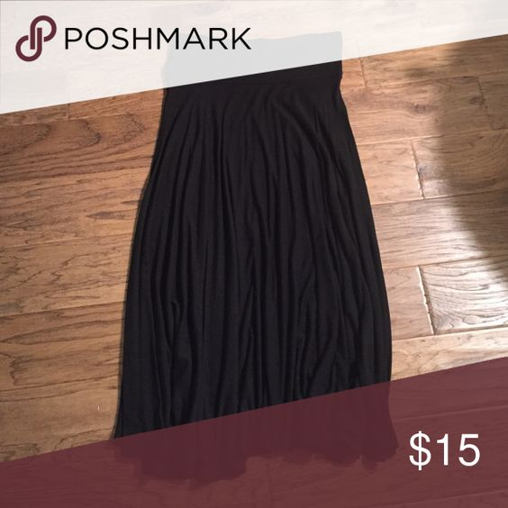 Black skirt Black mid length skirt. Super comfortable. Hits just below the knees. Cute for casual wear and dressy wear! Halogen Skirts