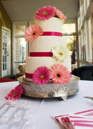 pretty cake. Can use all the colors of gerbera daisys