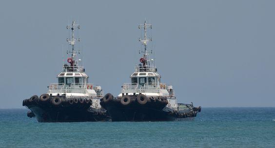 Barcos fondeados en la bahía de Santa Marta, COLOMBIA, en el sector de Pozos Colorados