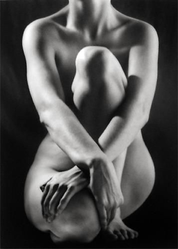 Ruth Bernhard, Classic Torso with Hands, 1952, selenium-toned gelatin silver print.