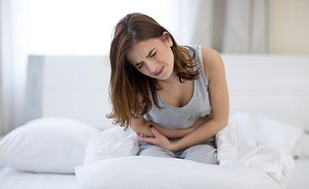 (Zentrum der Gesundheit) - Reizdarm wird dann diagnostiziert, wenn der behandelnde Arzt keine organische Ursache für die vorhandenen chronischen Darmbeschwerden finden kann. Wenn also Bauchschmerzen, Blähungen und Durchfall zum Alltag gehören, ohne dass die üblichen Diagnoseverfahren einen Grund dafür erkennen lassen, heisst die Diagnose