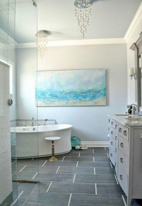Esprit d'océan avec un tableau sur le mur