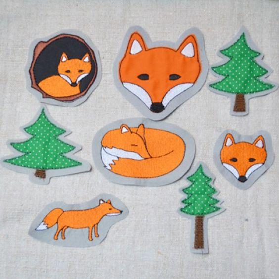 Fuchs und Fichte (Set). Die kleinen Füchse gibt es als Stickdateien für die Stickmaschine bei www.mikronaut.de