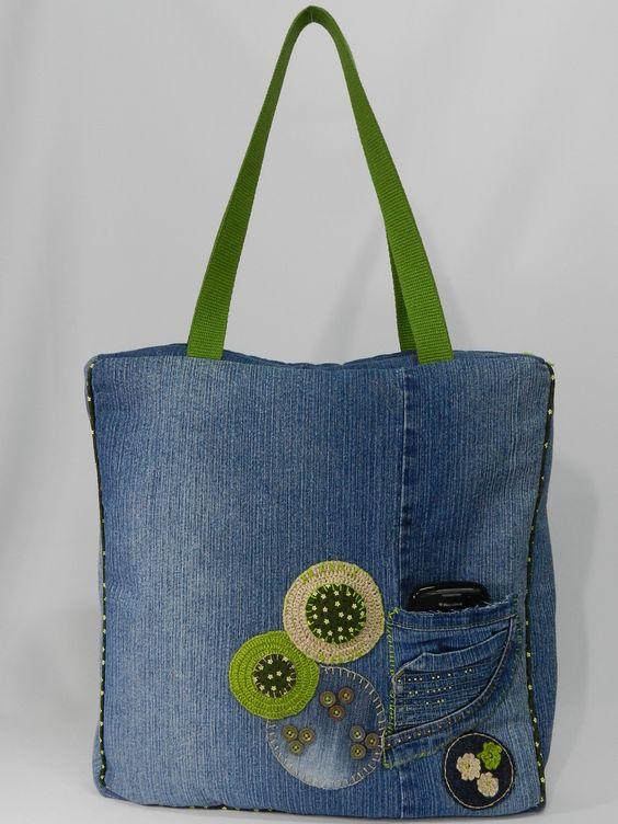 A bolsa Iracema você pode usar no seu dia a dia, carregar seu notebook, livros, entre outros... Possui alças resistentes, uma base interna que dá estrutura e sustentação, além de dar um up no seu visual. C...                                                                                                                                                      Mais