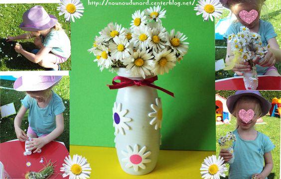vase réalisé avec une bouteille d'actimel  collé des gommettes marguerites en mousse dessus ajouter un ruban. http://nounoudunord.centerblog.net/1098-lison-a-realise-un-beau-vase-pour-son-bouquet-de-marguerite