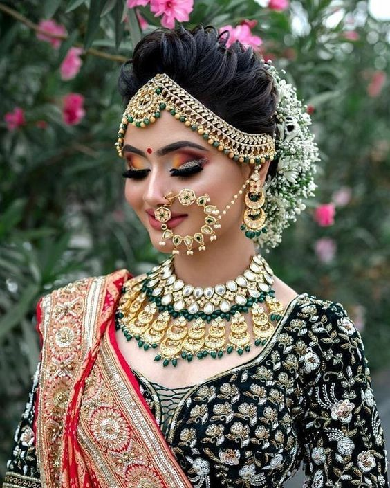 Best Bridal Jewelry For Round Face Pakistani Pret Wear In 2020 Bridal Hairstyle Indian Wedding Indian Bride Makeup Indian Bridal Hairstyles