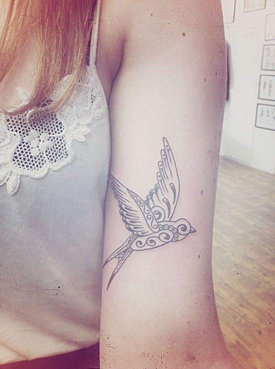un tatouage hirondelle arty tatouages pinterest beautiful inspiration et oiseaux. Black Bedroom Furniture Sets. Home Design Ideas