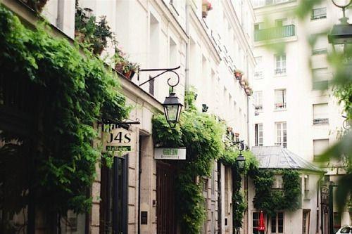 Ailleurs, Paris