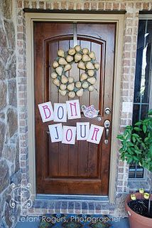 fancy nancy party-Cute and easy homemade ideas. Especially like the door decoration