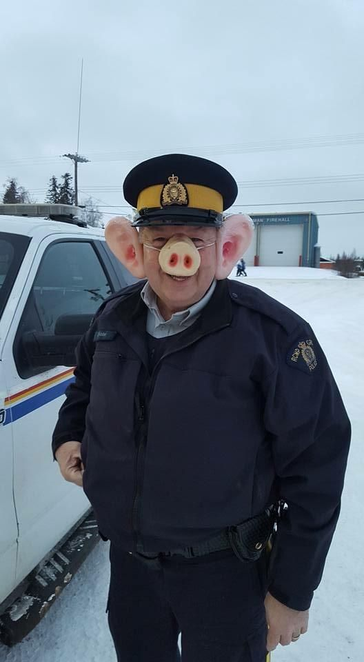 Halloween 2020 Cop Funny This cop dressed up as a pig for Halloween. : funny in 2020 | Cop