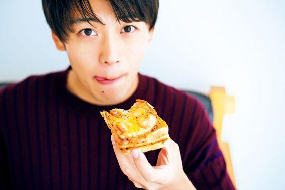 美味しそうに食べる竹内涼真のかわいい画像