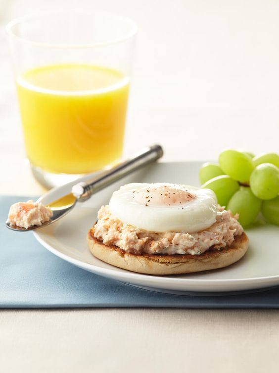 <p>This sophisticated dish is sure to impress any brunch crowd. Savory salmon is enhanced with creamy rondelé Light Garlic & Herbs Gourmet Spread. A perfectly-textured poached egg lies on top of the salmon paté for a delicate balance of ultra-rich flavors. </p>