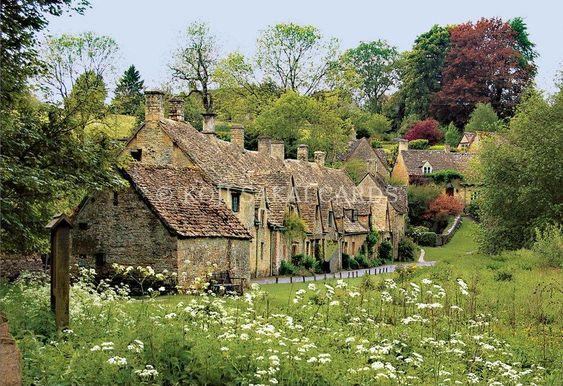Arlington Row Bibury National Trust Cotswolds in Summer #arlingtonrow #cotswolds #england #summer #cottage