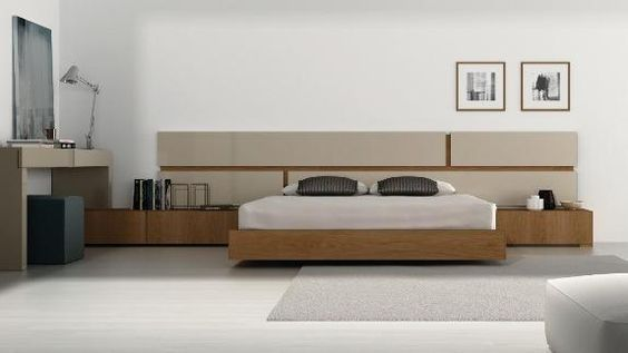 Dormitorio en tonos claros y mesillas en madera
