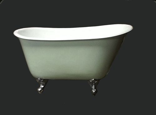 Badkar 130 cm. Ett stort litet fristående badkar med lejontassar ...