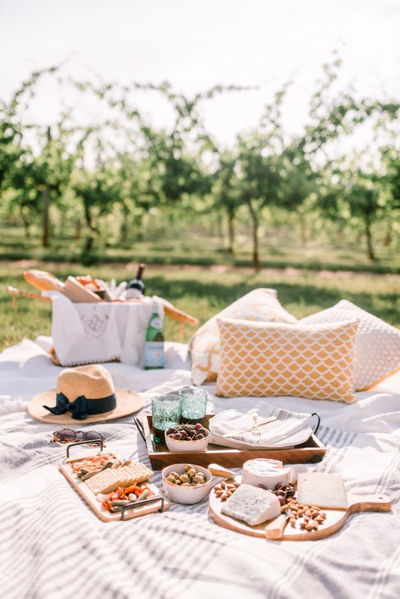 How to Create a Picture-Perfect Picnic for Spring | Hunker
