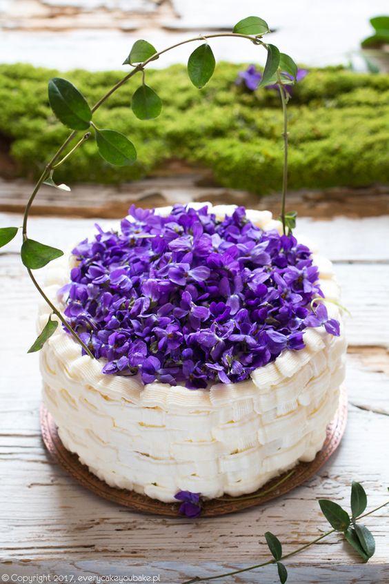 "Tort ""koszyczek fiołków"", Violet basket torte #tort #fiołki #torte #violet #violets #edibleflowers"