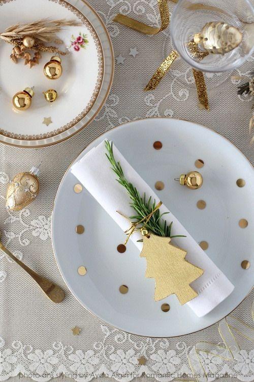 Decoración De Mesas Para La Cena De Navidad En Color Dorado Https Cursodeorganizaciondelhog Mesas De Cena De Navidad Decorar Mesas De Navidad Mesa De Navidad