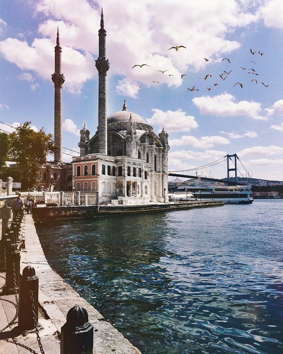 Looking for the most instagrammable places in Istanbul? The mix of culture, history and the incredible views make Istanbul the perfect city for photography!